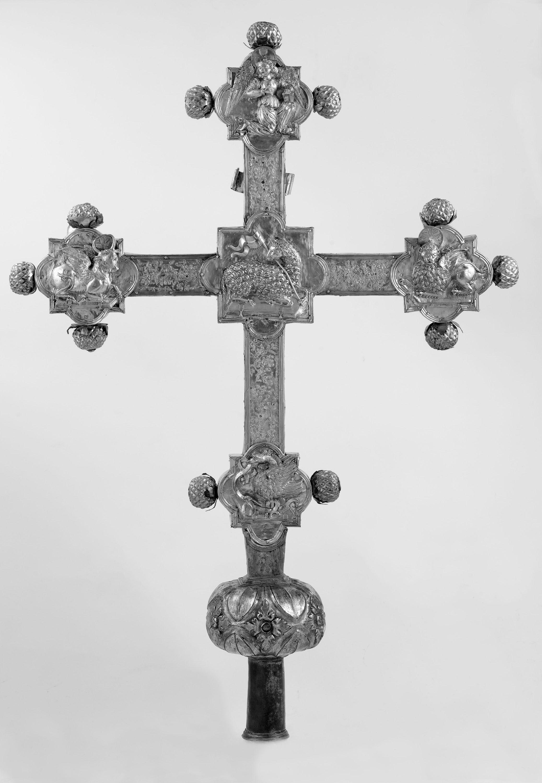 Croce processionale, 1500-1524 circa, argento fuso, sbalzato, cesellato, bulinato, parzialmente dorato, legno - Barge, Parrocchiale