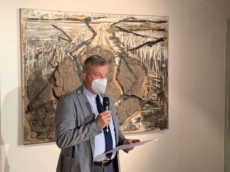 """Il vicepresidente della Fondazione CRC Ezio Raviola alla conferenza stampa di presentazione della mostra """"Fragilità resistente. Anselm Kiefer dalla collezione Terrae Motus di Caserta"""""""