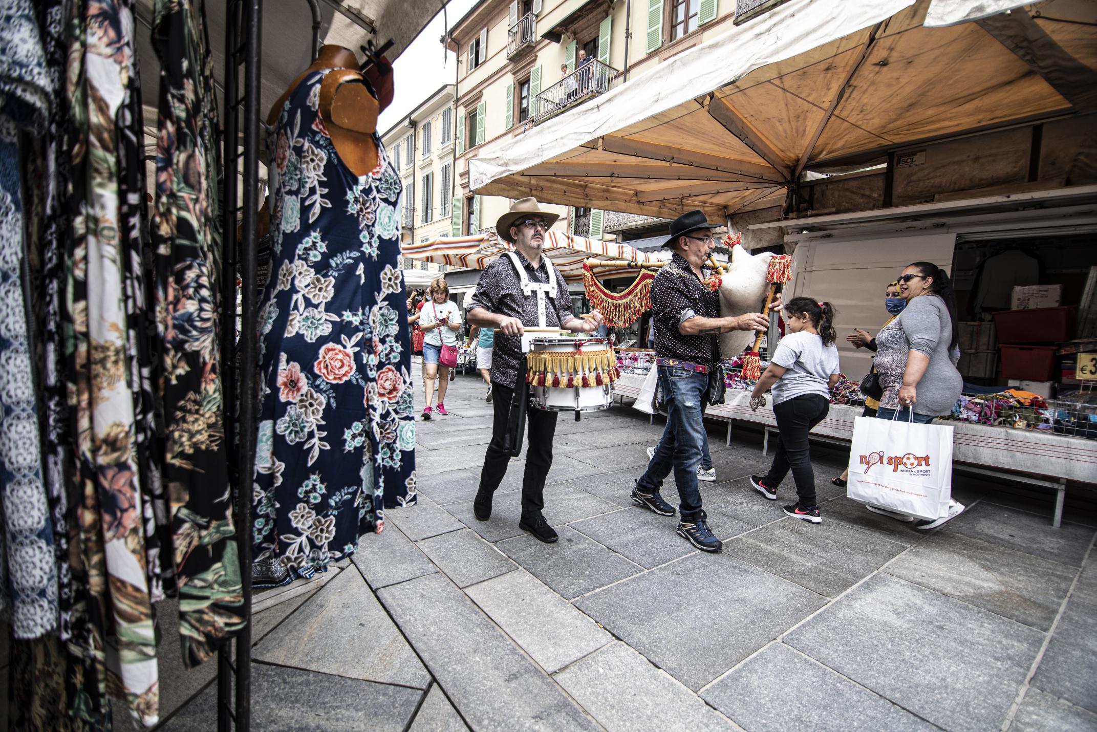 I trovatori della Grande Orchestra Occitana al mercato di Saluzzo (2020)
