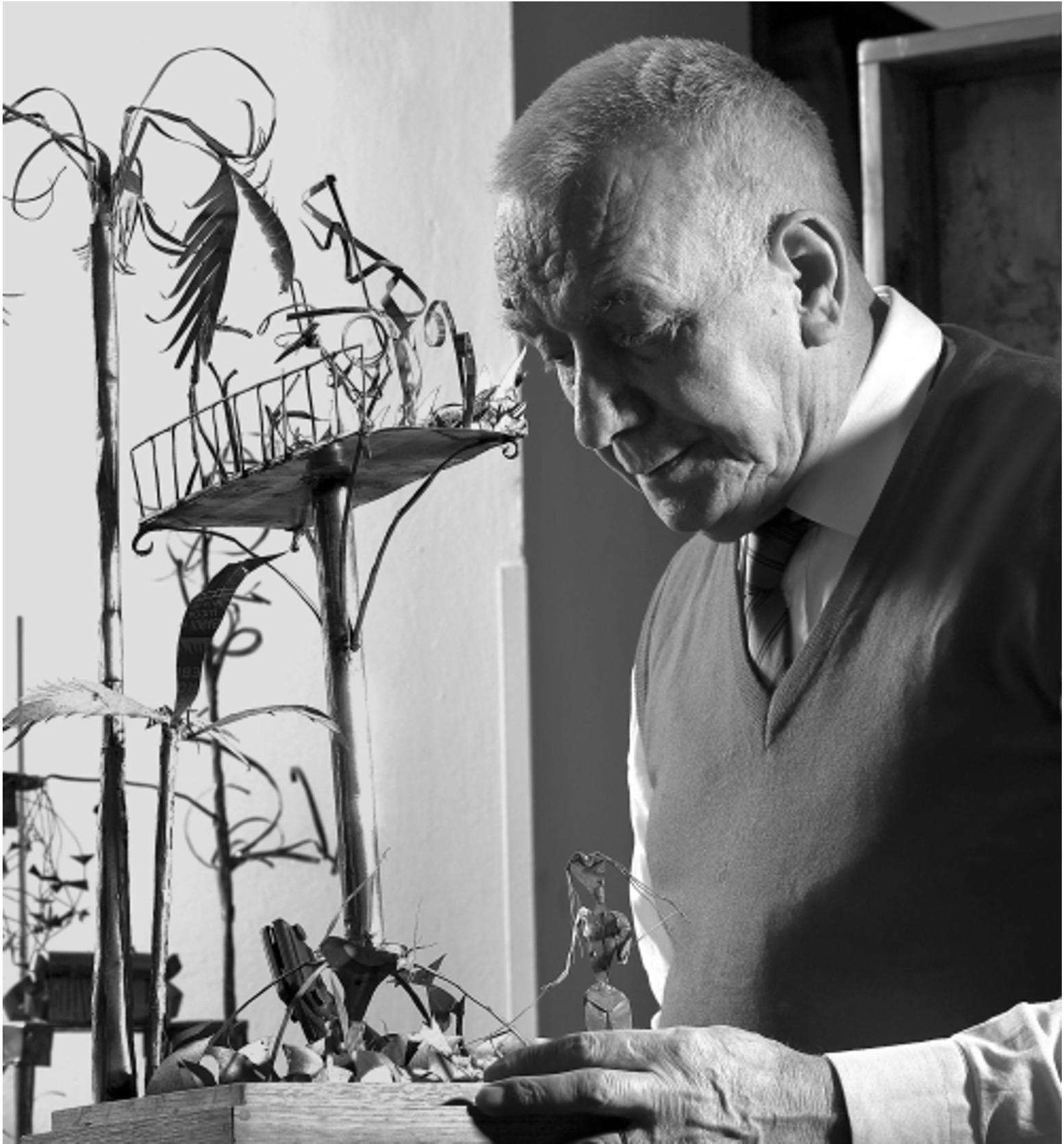 Simondo in studio a Torino negli anni Novanta_Ph_Emanuele Riccio © Archivio Simondo - Torino