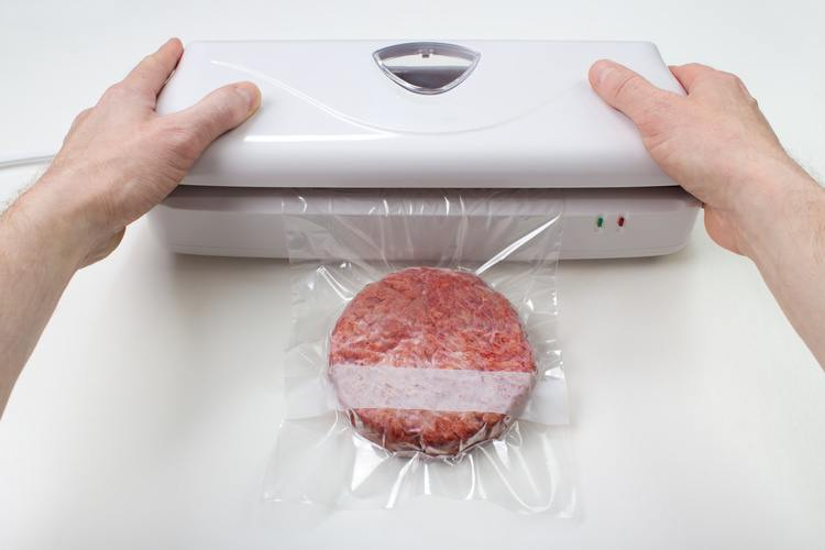 Vacuum packaging a burger