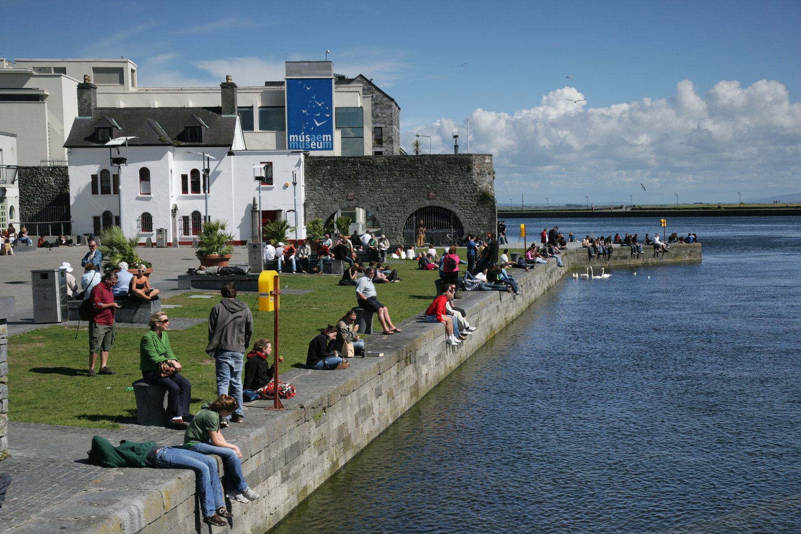 Galway vs Dublin / Whats on in Galway