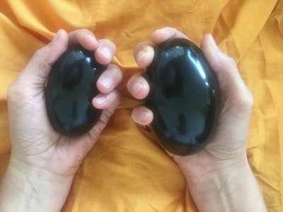 Mahá Šivalingamy energetizované na Širdi Sáí Bábově mahásamádhi v Širdi a na silových místech v Penukondě.