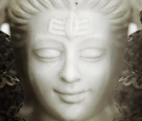 Ein Bildnis von Shiva im Dwarkamai in Penukonda, Indien
