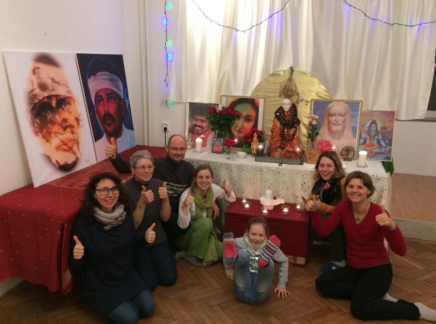 Gruppentreffen im neuen Stadttempel an Swamis Geburtstag 2017