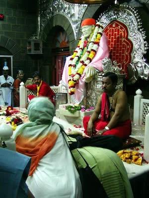 ババのマハーサマーディにあるシルディ・ババの神聖な像