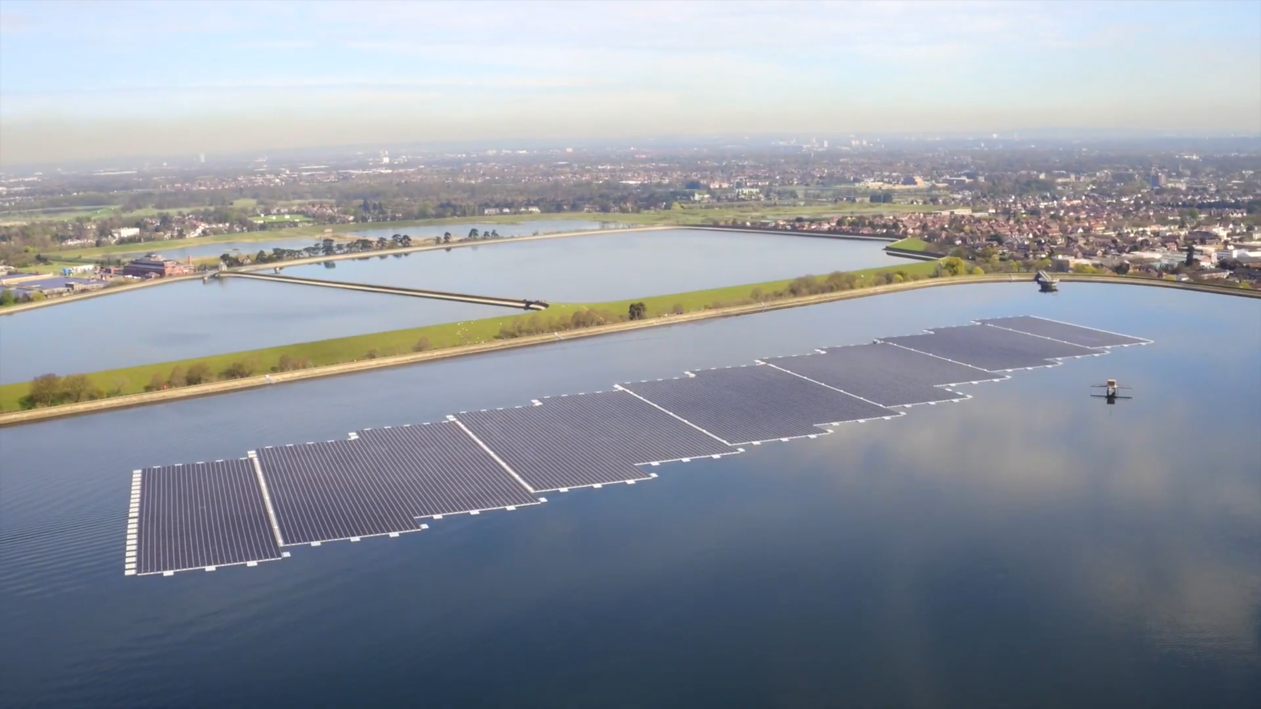 ciug8nRo-Floating-Solar-QEII-Reservoir