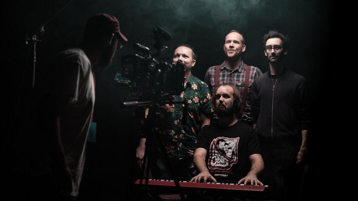 SNAP Studio - Men With Coconuts BTS