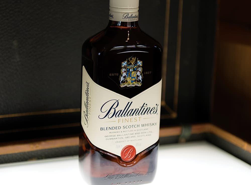 Ballantine's Scotch Whisky MISE EN BOUTEILLE
