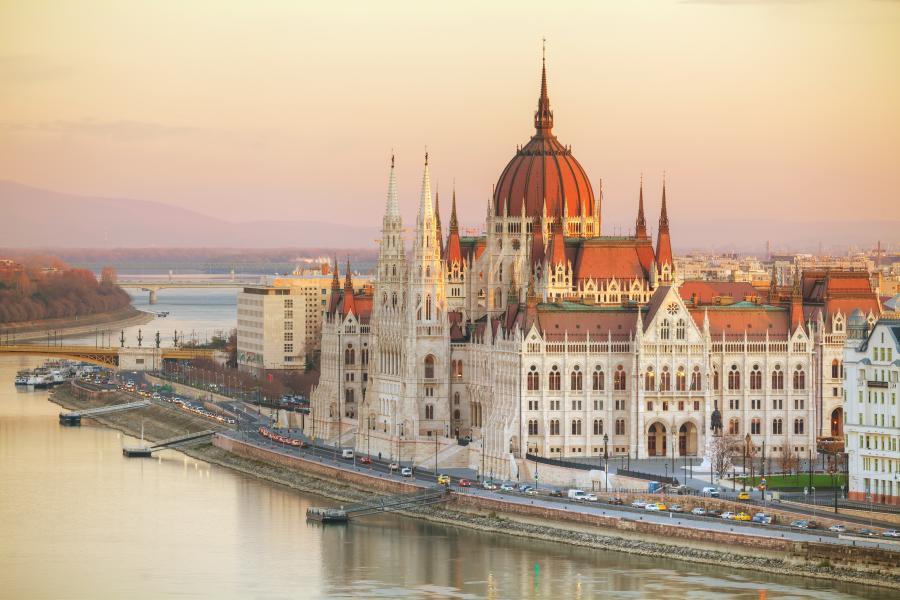 Bygninger i Budapest i solnedgangfarger