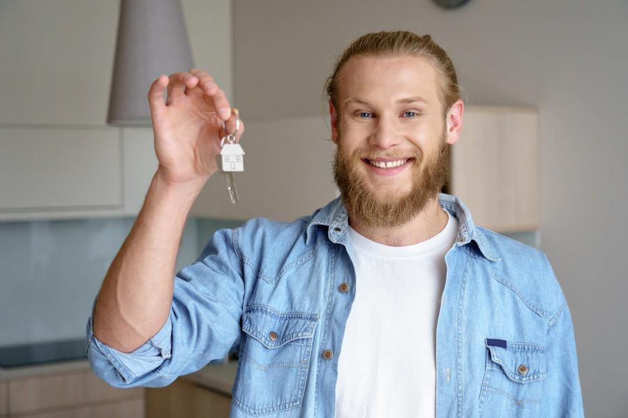 Mann med nøkkel