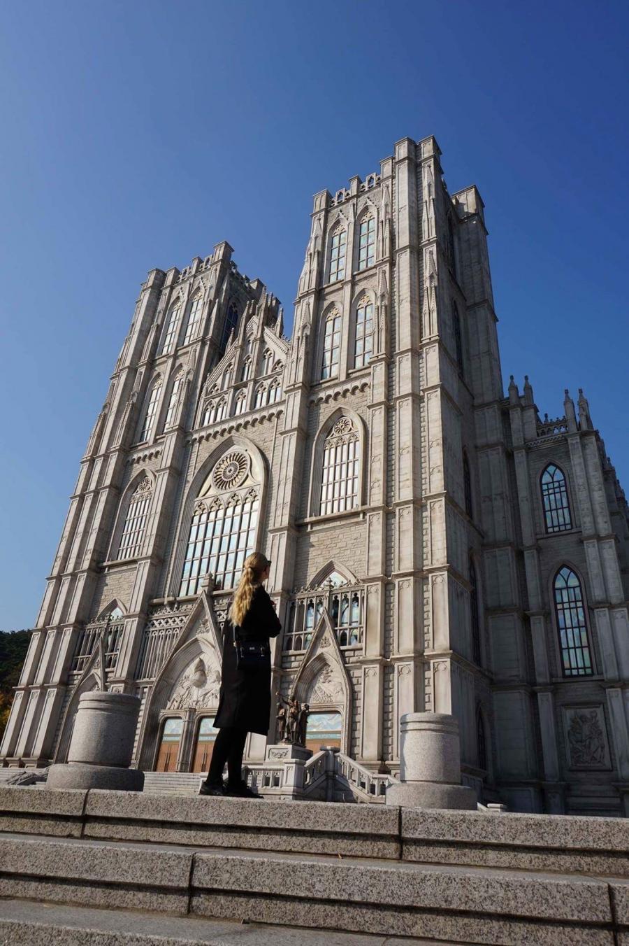 Mira utenfor Kyunghee University, Sør-Korea