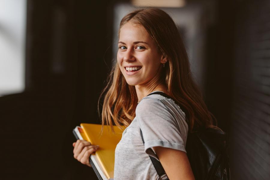 glad kvinnelig student