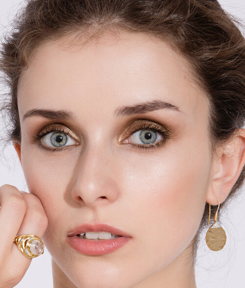 Model Sophie Matthew wearing biiju's award-nominated rock crystal cocktail ring & dune earrings in 18ct gold & diamonds