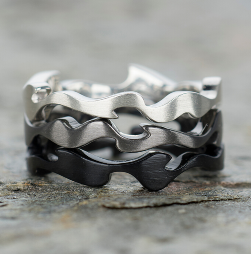 3 organically-shaped, stacked rings in different tones to mimic the light & shade, illumination & concealment of camouflage