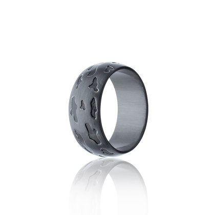Wide man's ring in a black rhodium satin finish & featuring etched camouflage details inlaid with hand painted black ceramic