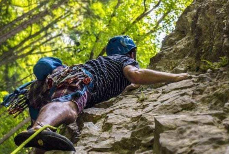 Climbing 672x372