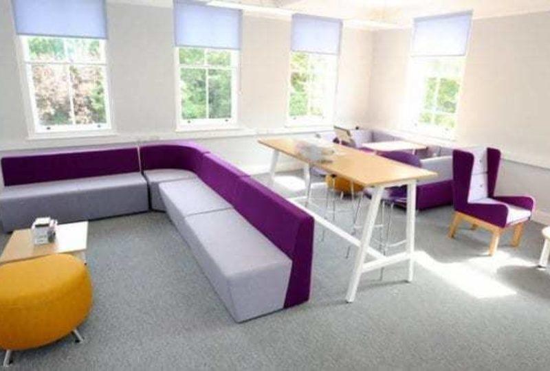 Loric seating area