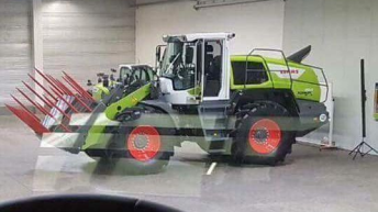 A Claas loading shovel for your silage pit – courtesy of Liebherr?