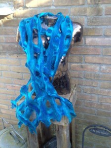 blauwe-sjaal-met-raster