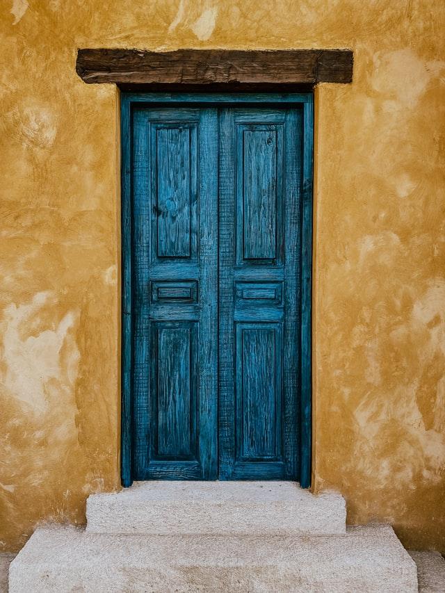 עניינה של הדלת