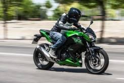 Kawasaki Z300 accion