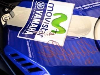 Valentino RossiFirma Yamaha YZF R1