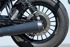 Triumph Bonneville Bobber vs Moto Guzzi V9 Bobber 06