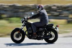 Triumph Bonneville Bobber vs Moto Guzzi V9 Bobber 14