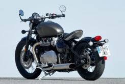Triumph Bonneville Bobber vs Moto Guzzi V9 Bobber 17