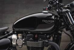 Triumph Bonneville Bobber Black 2018 33
