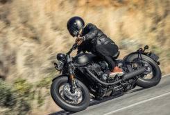 Triumph Bobber Black 2018 08