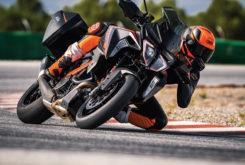 KTM 1290 Super Duke GT 2019 02