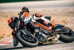 KTM 1290 Super Duke R 2019 02