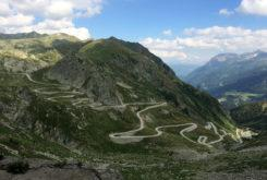 Puerto montaña Alpes San Gotardo carretera