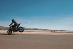 KTM 1290 Super Duke R 2020 teaser (2)