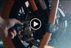 KTM 1290 Super Duke R 2020 teaser play
