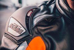 KTM 890 Duke R 2020 23