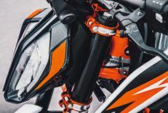 KTM 890 Duke R 2020 27