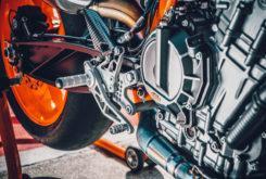 KTM 890 Duke R 2020 33