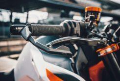 KTM 890 Duke R 2020 34
