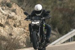 Kawasaki Z900 2020 wheelie
