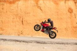 Ducati Streetfighter V4 2020 prueba caballito