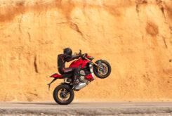 Ducati Streetfighter V4 S 2020 prueba caballito
