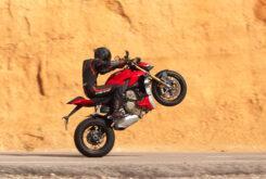 Ducati Streetfighter V4 S 2020 prueba wheelie