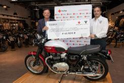 Cruz Roja Triumph Entrega cheque (4)