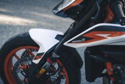 KTM 890 Duke R 2020 detalles 14