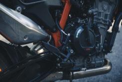 KTM 890 Duke R 2020 detalles 21