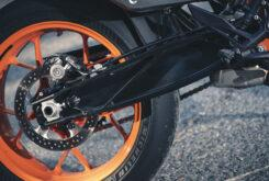 KTM 890 Duke R 2020 detalles 23