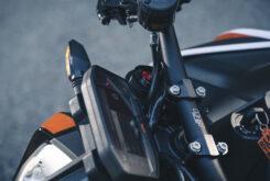 KTM 890 Duke R 2020 detalles 27